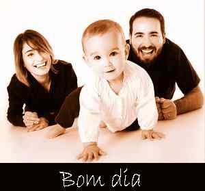 Imagem de cima da família de bom dia