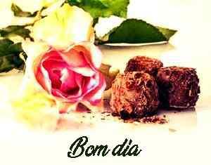 bela rosa com boa imagem de chocolate de manhã