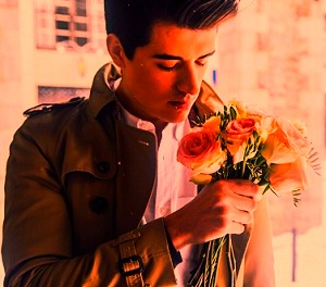 imagen de chico romántico para Whatsapp dp